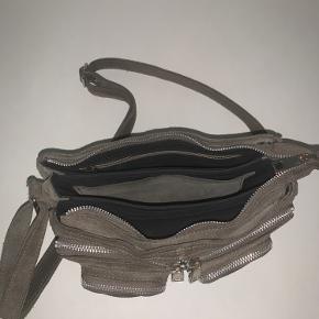 Nunoo Stine taske i grå ruskind