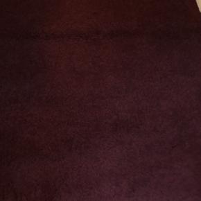 Godt tæppe som er brugt meget lidt . Har været som støjdæmper på værelse. Har andre tæpper som løber og ægte tæppe på min side hvis interesse kig nærmere😊