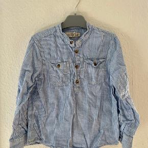 Skjorte 122  -fast pris -køb 4 annoncer og den billigste er gratis - kan afhentes på Mimersgade 111 - sender gerne hvis du betaler Porto - mødes ikke andre steder - bytter ikke