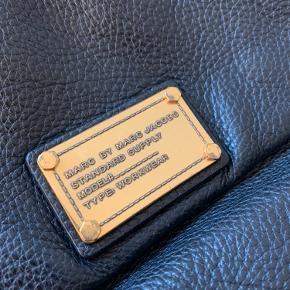 Meget velholdt taske sælges for 600 plus porto/gebyr. Den rummer mindst lige så meget som Percy, samme størrelse. Bytter ikke. Dustbag medfølger.