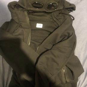 Brugt 2-3 gange købt på miinto  Aldrig vasket Dårligt billede, trøjen er sort!