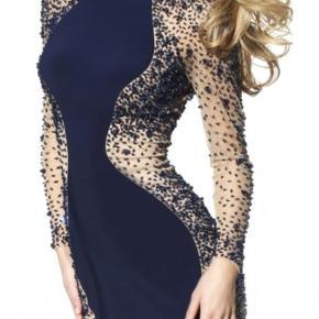 Smukkeste, mest unikke Sherri Hill kjole (høster masser af komplimenter). Den er  købt i Amerika. Prisen var ca.4000 kr. Brugt 2 gange. Passer en ca. 38/40
