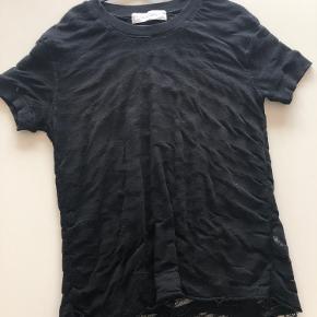 Iro t-shirt i et rå look