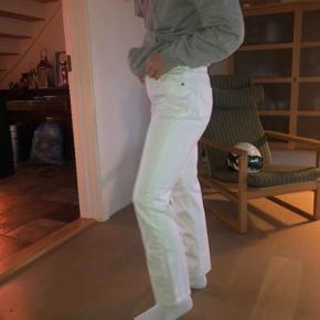 Sælger mine hvide jeans fra Ralph lauren, lidt flare/trompet bukser, da de går en smule ud ved enden🧡