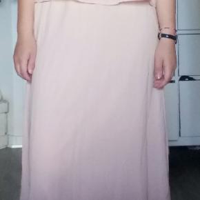 Sød kjole, brugt en enkelt gang til galla💞 Giv gerne et bud 😋