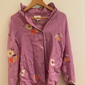 Flotteste farve skjorte i lækkert materiale ❤️