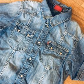 Levis denim skjorte red tab str 10 år