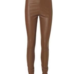 ELENASOO  Skind legging  Haft dem på 2 gange, er som nye  Tags følger med   Bytter ikke