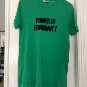 Grøn t-shirt i blød kvalitet fra By Malene Birger strl. Xs. Bytter ikke