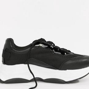 Chunky sneakers - brugt få gange, sælges da jeg ikke får dem brugt.