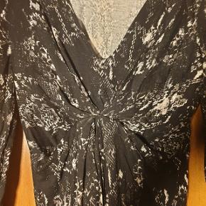 Smuk kjole fra Gina Tricot, brugt 2 gange. Str. XS