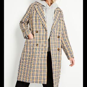 Flot lang ternet frakke, brug en gang og fremstår som ny.  Nypris 900
