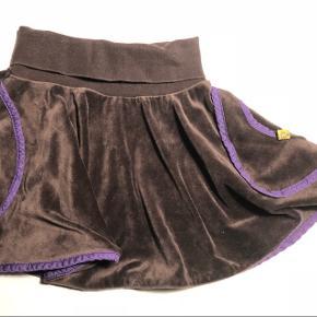 Brun og lilla velour nederdel str.86 men kan også bruges op til 3-4 år
