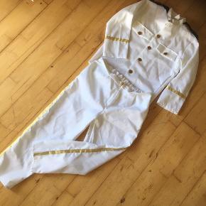 Udklædning Officer kaptajn   10 -12.  Kostume som ny  Temafest   Sender gerne  Se flere annoncer