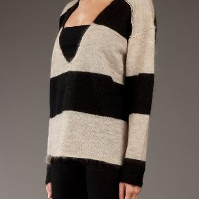 BY MALENE BIRGER SWEATER !!BEIGE/GRAA!! 55% MOHAIR, 30% polyamide, 15% ULD LANG CA 62 CM BRYST CA 112 CM  PERFEKT STAND