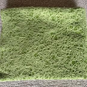 """Plaid fra Svanen&Tyren i 150x200 cm. Er brugt, uden huller, har dog fået noget """"fnuller"""" i overfladen.  Vaskeanvisning er væk,kan ikke huske om den er 100% uld"""
