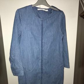 Jeans kjole fra & other stories. Byd gerne