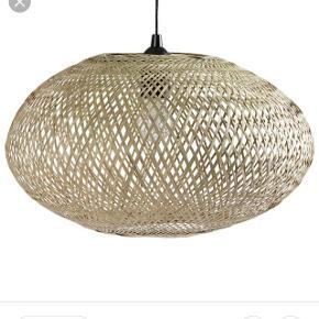 SØGER denne lampe fra søstrene grene eller noget der ligner.