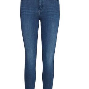 Lee bukser i strørrelse W27 L31. Det svarer ca. til en XS. Sælges da jeg ikke får dem brugt, de er højst brugt 5 gange.