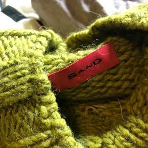 Lækker sweater fra SAND. Brugt få gange. Ingen huller eller lignende. Sælges, da den desværre ikke bliver brugt.