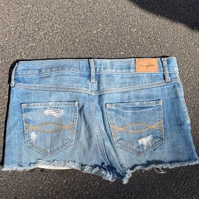 Abercrombie and fitch shorts, dårligt brugt, fejler ingen ting. BYD gerne, køber betaler fragt hvis de skal sendes