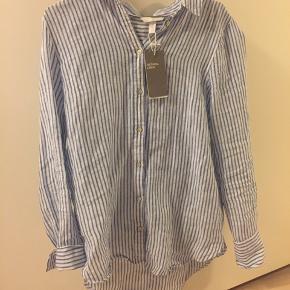 Ny sømandsskjorte fra h&m. Sælges da jeg ikke får den brugt