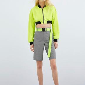 Fede moderne shorts fra ZARA i ternet stof, aldrig brugt✨✨