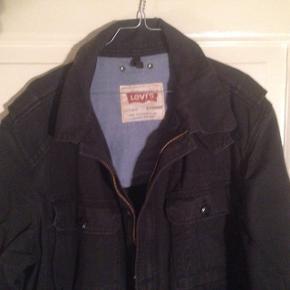 BYD !Lækker Levi's jakke - marineblå. Str L