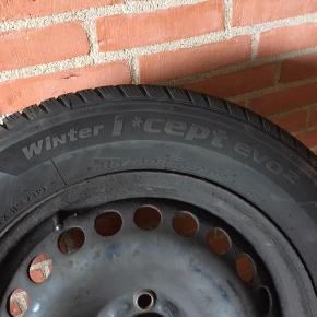 """Pga. bilskifte sælges disse 4 """"nye"""" vinterhjul. Dæk: Hankook Winther I Cept evo 2, str: 215/60 R16 - 99H. Produceret uge 23 i 2019, men først monteret på fælge i december 2019. Kørt under 5000 km og monteret på stålfælge med krydsmål: 5x18, ET-mål: 55 og centermål: 63,3.  Samlet pris: 4.400,-"""
