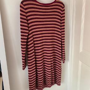 Sød vintage strik kjole. Perfekt til efteråret. I god stand.