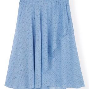 Fineste nederdel sælges evt sammen med skjorte til smukkeste sæt.