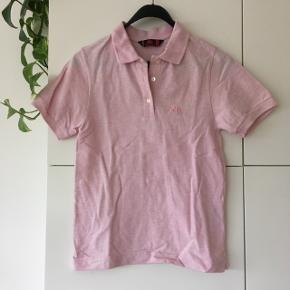 Polo shirt fra Kappa i meleret lyserød.