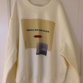 Helt ny sweatshirt fra Samsøe Samsøe, aldrig brugt. Str. L, nypris var 600 kr.