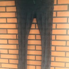 Silke leggings i gennemsigtig materiale med roser, str Odd Molly 2 svarer til str 38/40