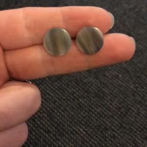 Fine øreringe fra Hornvare fabrikken.
