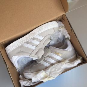 Adidas sko i str 24. Helt nye, de har aldrig været prøvet på💪🏼