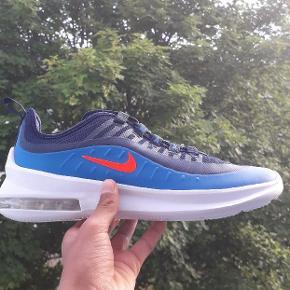 """Sælger nogle ubrugte Nike Air Max """"Axis""""   De er ubrugte. Str. 40 (har 2 par af str 40) 325kr. Boks uden låg medfølger. God kvalitet. Bud modtages.  De kan afhentes i Næstved ellers bliver de sendt med DAO"""