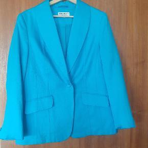 Fed vintage blazer i 100% silke.  Oversize  så passer en S-L
