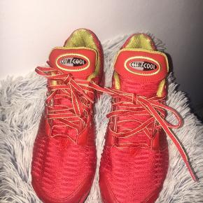 Røde løbesko fra Adidas. Str. 36.5 - 37