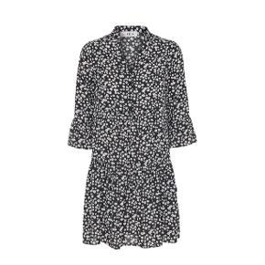 Den meget populære Cady kjole fra A-view. Mørkegrøn med blomster.  Str. M  Brugt 1 gang få timer