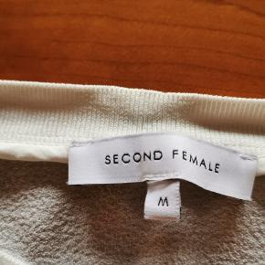 Super sød bluse med 3/4 ærmer 🌷🌷🌷