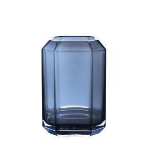 Diamond Vase fra Louise Roe. Billeder af min egen kommer snart.