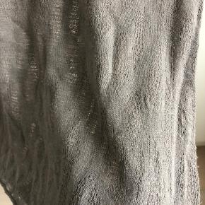 Fin og lidt gennemsigtig trøje fra Zara Den er brugt, men stadig i en fin stand