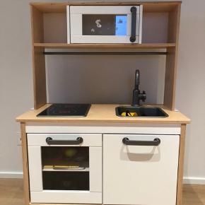 Rigtig fin Ikea køkken med en masse legemad, plasticservice mv sælges Mp 500,- Kan leveres i Esbjerg efter aftale