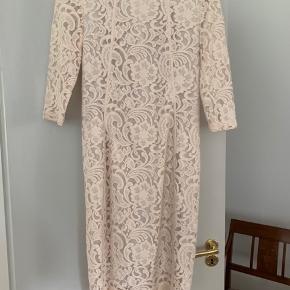 Meget meget lys rosa kjole  Aldrig brugt  Nypris 1300  Bud fra 400