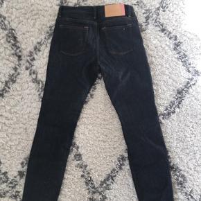 Acne Studios Climb Jeans. OBS! størrelse er 25 og længden er 30.