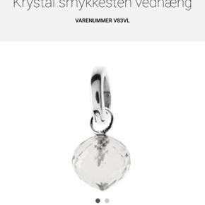 Smukt vedhæng fra Svane i sølv med krystal - med lås. Aldrigt brugt! Prisen for låsen alene er 150 kr på Svanes hjemmeside og 295 kr. for vedhænget- så det her er en god pris.