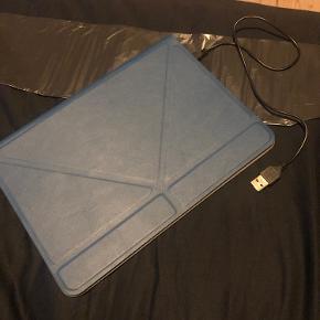 Cover/tastatur til ipad  Passer til en 6. generation og den str der svarer til det :)  Befinder sig i Aalborg
