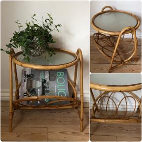 Skønt lille retro bambusbord med frosted glas ❤️❤️❤️ H43 B43 D42 cm. Pris 275,-