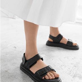 & Other Stories sandaler